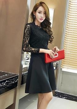เดรสสีดำ ชุดสีดำ แขนยาว ตัวเสื้อและแขนเสื้อเป็น ผ้าลูกไม้ชนิดยืดหยุ่นได้ดีสีดำ เดินเส้นด้วยด้ายหนาสีดำที่ตัวเสื้อ