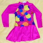ชุดว่ายน้ำเด็กผู้หญิงสีชมพูบานเย็น ลายน่ารัก แขนยาว ข้างในเป็นกางเกงขาสั้น ด้านนอกเป็นกระโปรง มีซิบด้านหน้า