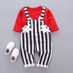 ชุดเด็กน่ารัก เสื้อแขนยาว ลายกระต่าย สีแดง พร้อมเอี๊ยมลายทาง แต่งมือมิกกี้
