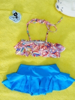 ชุดว่ายน้ำเด็ก ลายกราฟฟิก กระโปรงสีฟ้า น่ารักสดใส แยกเป็น 2 ชิ้น