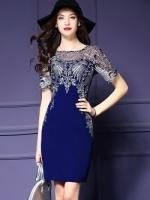 เดรสผ้าโพลีเอสเตอร์สีน้ำเงิน แต่งไหล่ หน้าอก แขนเสื้อ ด้วยผ้ามุ้งปักด้ายสีเหลือบทอง